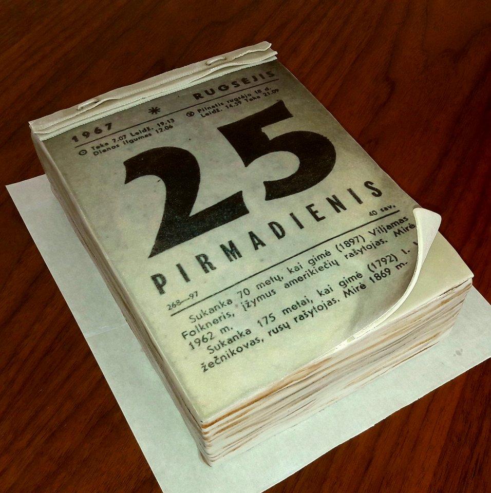 A. Leščiukaitienė. Tortas dekoruotas valgomu kalendoriaus lapeliu