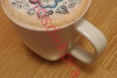 Valgomas paveikslėlis ant kavos puodelio