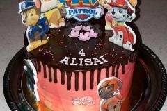 Tortukas dekoruotas valgomais šunyčių paveiksliukais